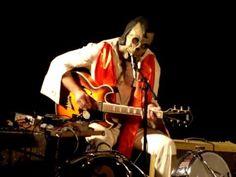 """Dead Elvis and His One Man Grave, Live in """"Het Verborgen Theater"""" @ Geuzenpop, Recreatieterrein Rutbeek Enschede (06-08-2010)"""