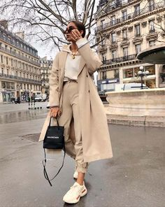 Nude outfit | oversized | trenchcoat | hoodie | beige | neutral | camel | ootd | sneakers | gold jewelry | sunglasses | streetstyle