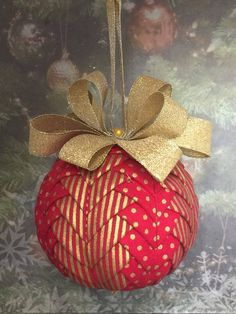 Handmade no sew quilted ornament - red and gold