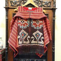 Sewing clothes women patterns shape 25 New ideas Blouse Batik, Batik Dress, Batik Kebaya, Sewing Clothes Women, Clothes For Women, Batik Fashion, Dress Sewing Patterns, Clothing Patterns, Pregnancy Outfits