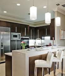 love this black and white kitchen