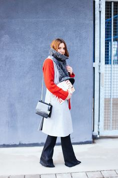 http://whoismocca.com/wp-content/uploads/2016/01/whoismocca-modeblog-fashionblog-influencer-oversize-schal-les-darcs-flared-jeans-weste-rollkragen-layering-lagenlook-innsbruck-2.jpg