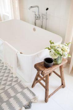 Excellent 13 Modern Farmhouse Bathroom Ideas http://architecturein.com/2017/11/01/13-modern-farmhouse-bathroom-ideas/
