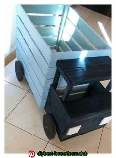 Diy Furniture Plans Wood Projects - New ideas Diy Furniture Plans Wood Projects, Wood Crate Furniture, Diy Furniture Table, Wood Crates, Furniture Ideas, Cheap Furniture, Diy Toy Box, Toy Rooms, Wood Toys