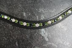Lederstirnriemen, schwarz, geschwungen, Kesselkette, Fassung, Strasssteine mit pointed back, Crystal, Peridot, Emerald