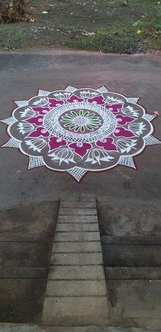 Rangoli Designs Latest, Simple Rangoli Designs Images, Rangoli Designs Flower, Rangoli Ideas, Rangoli Designs Diwali, Rangoli Designs With Dots, Kolam Rangoli, Flower Rangoli, Beautiful Rangoli Designs