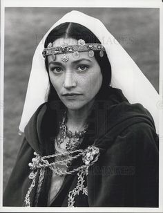 1982 Press Photo Actress Olivia Hussey in Ivanhoe Middle Age Fashion, Noble Knight, Olivia Hussey, Press Photo, Pop Culture, Beautiful Women, Style Inspiration, Actresses, Medieval