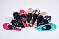 Cores sapatizi Chanel Ballet Flats, Slip On, Sandals, Instagram, Shoes, Fashion, Loafers & Slip Ons, Groomsmen, Shots Ideas