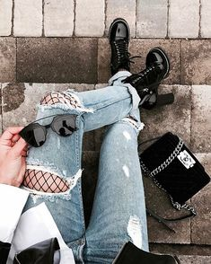 I simply adore the look fishnets under ripped jeans gives! Tumblr Fashion, Grunge Fashion, Look Fashion, Autumn Fashion, Fashion Outfits, Fashion Trends, Street Fashion, Fashion Ideas, Low Jeans