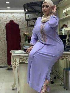 Beautiful Hijab Girl, Beautiful Women Over 40, Beautiful Muslim Women, Iranian Women Fashion, Curvy Women Fashion, Girl Fashion, Arab Girls Hijab, Girl Hijab, Belle Nana