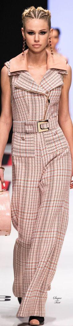 Elisabetta Franchi Fall-winter Ready-to-Wear Office Fashion, Work Fashion, Trendy Fashion, Womens Fashion, Fashion Design, Fashion Trends, Milan Fashion, Couture Fashion, Fashion Beauty