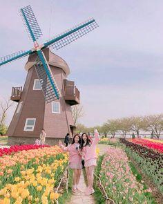 Yoojung & Mina (gugudan) South Korean Girls, Korean Girl Groups, Choi Yoojung, Jellyfish Entertainment, K Idol, Korean Celebrities, Kpop Groups, Photo Cards, Kpop Girls