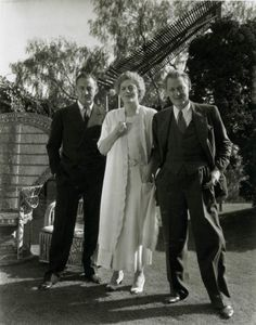 The Barrymore's! In the twenties they were a huge hit on Broadway. In the thirties they went to Hollywood and once again proved they were a force to be reckoned with. Left to right: John, Ethel and Lionel! Old Hollywood Movies, Golden Age Of Hollywood, Vintage Hollywood, Hollywood Stars, Classic Hollywood, Hollywood Icons, Hollywood Glamour, Barrymore Family, John Barrymore