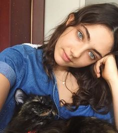 Hey Lola, where did you come from? Pretty People, Beautiful People, Beautiful Women, Beautiful Witch, Gorgeous Girl, Sophie Bush, Amelia Zadro, Tessa Gray, Fc B