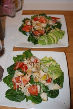 Spinach, Avocado, Tomatoes, Pears, Almond and Creamy Vidalia Onion Dressing