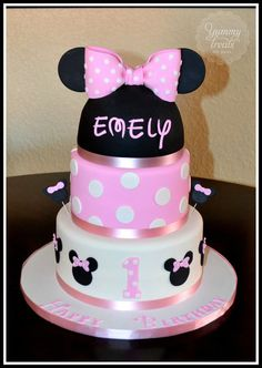 Minnie Mouse Cake Love the writing on the name