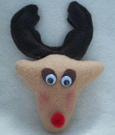 DIY Felt Reindeer Ornament + free pattern (pdf)