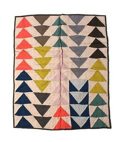 JESSICA OGDEN × fennica / Triangle quilt I know these are flying geese blocks but I like to make them with HST Plaid Patchwork, Sewing Crafts, Sewing Projects, Motifs Textiles, Flying Geese Quilt, Quilt Modernen, Quilting, Textures Patterns, Baby Quilts