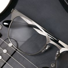 caa4735b88 Ray-Ban® is the global leader in premium eyewear market. Discover the  collections of sunglasses and eyeglasses for women, men and kids.