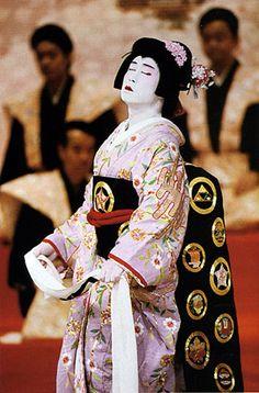 Google Image Result for http://discover-indo.tierranet.com/images%2520japan/Kabuki/kabuki0003w.jpg