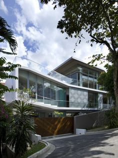 OOI House / Czarl Architects