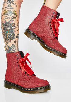 Doc Martens have been in style for almost 60 years, discover what made them so popular. We also discuss how to wear them in style! Dr. Martens, Red Doc Martens, Doc Martens Style, Doc Martens Boots, Fuzzy Boots, Slouchy Boots, Black Booties, Ankle Booties, Bootie Boots