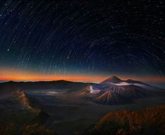 Mount Bromo (East Java, Indonesia)... bathed in starlight... before dawn... Simply beautiful...