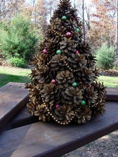 Mini Christmas tree made from pine cones! | Craft projects for every fan!