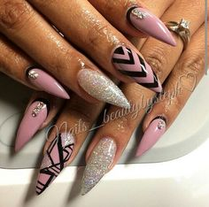 Stiletto nails with design