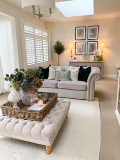 Living Room Decor Cozy, Cottage Living Rooms, New Living Room, Living Room Interior, Home And Living, Modern Living, Country Living Rooms, Living Room Ottoman Ideas, Small Living