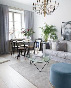 """Kvadratsmart inrett, mattan delar in rummet i två delar, ett enkelt tips om man vill få plats med flera """"rum i rummet"""" #vardagsrum #inredningsreportage #inredning #interior4all #interior123 #interiorinspo #hem #heminredning #interiordesign #interiordecoration #deco #myhome #myhouse #inredningsdetalj #finahem #mitthem #interior #interiör #design #inspiration #homedecor #interiors #dagensinterior #interiorforyou #inredningstips #nordiskehjem @chicmagasin"""