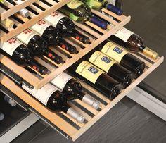 Adega de piso e embutir WS 17800 em inox, com 3 zonas de temperatura para 178 garrafas, 192 cm X 70 cm X 74,2 cm (A x L x P). - Prateleiras em Madeira: feitas a mão em pura madeira de faia sem verniz. Equipadas com trilhos telescópicos, permitem selecionar garrafas de forma fácil e segura. #LIEBHERR #ADEGA #VINHOS