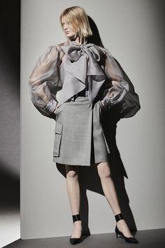 Max Mara, Vogue Paris, White Pantsuit, Edgy Chic, Dressed To The Nines, Vogue Russia, Grey Fashion, Fashion Hub, High Fashion