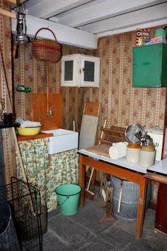 Little Homestead In Boise: Coal House At War Show, Chicken Wire Frame, Dark