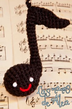 This Christmas a friend asked me to crochet for his sister a musical note , a treble clef or something like that. At first I wasn't s...