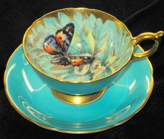 Aynsley ~ butterfly tea cup and saucer.enjoying a cup of tea w/an old friend this afternoon. Tea Cup Set, My Cup Of Tea, Tea Cup Saucer, Tea Sets, Café Chocolate, Antique Tea Cups, Vintage Teacups, Vintage China, Cuppa Tea