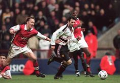 Lee Dixon failing to stop to stop Giggs.