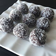 Whole 30 Chocolate Coconut Balls