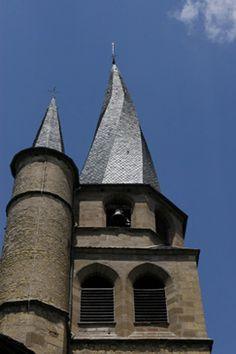 Le clocher flammé de Saint-Côme d'Olt en Aveyron