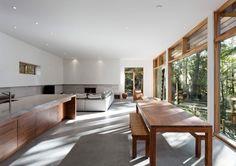betonboden holzmöbel küche essbereich