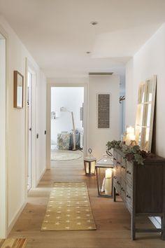 Cómoda y espejo de Kenay Home  Candelabros de Zara Home