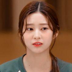 Kpop Girl Groups, Kpop Girls, Kim Min, Face Claims, Cool Girl, Muse, Crushes, Idol, Random