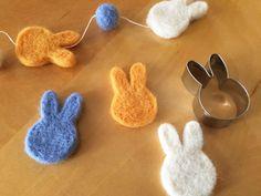 クッキー型で失敗なし! 簡単きれいな羊毛フェルトブローチの作り方 - DIY・レシピ | tetote-note(テトテノート)