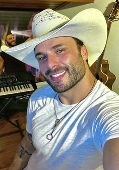 Pretty Men, Gorgeous Men, Hot Country Boys, Hot Cowboys, Cowboy Outfits, Attractive Guys, Most Handsome Men, Cute Actors, Man Photo