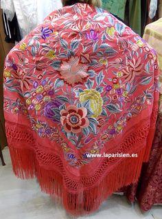 MANTON DE MANILA. Coral bordado en colores, seda natural. 140x140 cm más el fleco Flamenco Dancers, Mexican Dresses, Silk Shawl, Embroidered Silk, Coral, Simple Dresses, Bohemian Style, Cool Outfits, Wraps