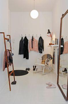Wardrobe room with big mirror Entrance Hall Decor, Mini Loft, Wardrobe Room, Interior And Exterior, Interior Design, Interior Photo, Modern Interior, Piece A Vivre, My New Room