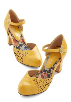 Vintage Shoes Vivacious Visit Heel in Saffron. As soon as you cross the threshold in these saffron heels from Chelsea Crew, youre greeted with elation, first for your mere presence, and next for your shoes. Pretty Shoes, Cute Shoes, Me Too Shoes, Your Shoes, New Shoes, Vintage Heels, Retro Vintage, Prom Heels, Mellow Yellow