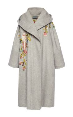 This **Alberta Ferretti** coat features a hooded design and an oversize fit.