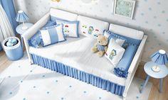 O kit cama babá Ursinho Bebê é perfeito para receber aquelas visitnhas das mamães e papais no quarto do pequenino da casa! Confortável e estiloso, esse enxoval vai ganhar seu coração! ♥