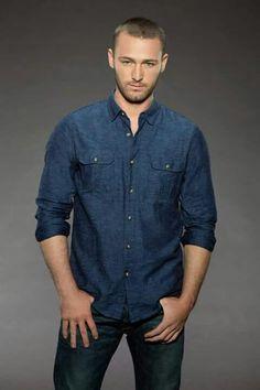 Jake McLaughlin stars as Ryan Booth on ABC's #Quantico.